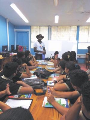 El DOP Limón coordina visitas a colegios, en las que brinda charlas y asesorías a los alumnos. (Foto: DOP Limón)