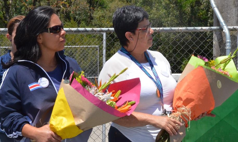 Las funcionarias Lizbeth Sánchez y Yamileth Aguilar fueron homenajeadas por su trabajo en pro del empoderamiento femenino en el deporte dentro del TEC. (Foto: OCM)