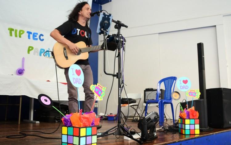 El acto cultural estuvo a cargo del músico Eduardo Quesada. (Foto: Ruth Garita / OCM).