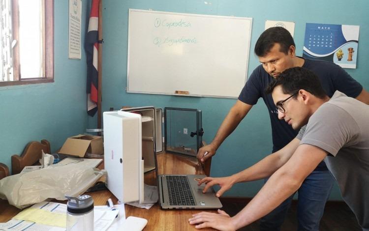 Sergio Solórzano junto a José Luis Rolvin, administrador del acueducto.