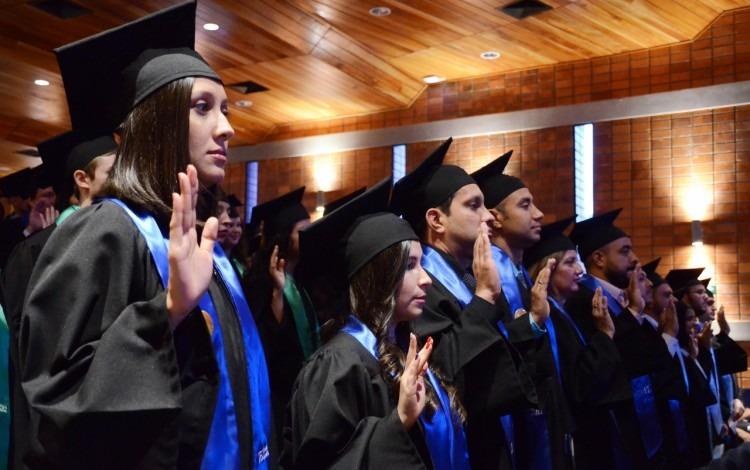 Como es usual, los estudiantes recibieron su juramentación como nuevos profesionales.