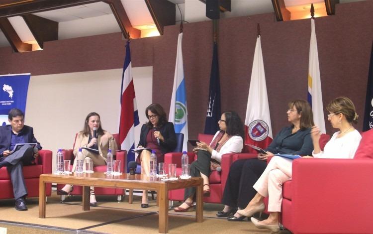 En la mesa redonda, participaron representantes delEstado de la Nación, de las universidades públicas y de la Académica de Centroamérica.(Foto: Irina Grajales / OCM).