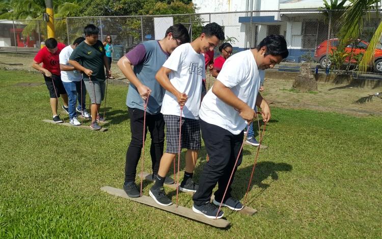 Estudiantes de nuevo ingreso al Centro Académico de Limón disfrutaron de juegos tradicionales. (Foto cortesía de Jessica Salazar)