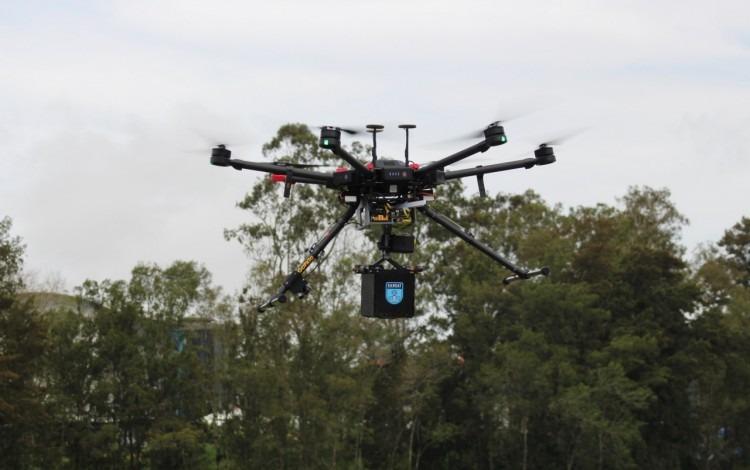 El dron cuenta con seis hélices.