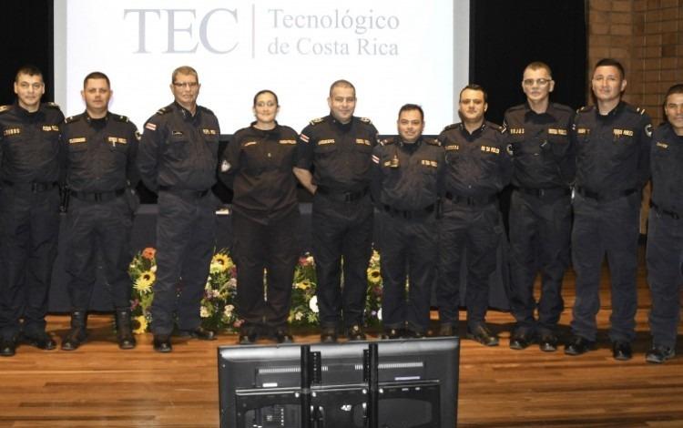 policias_durante_charla_en_el_tec_