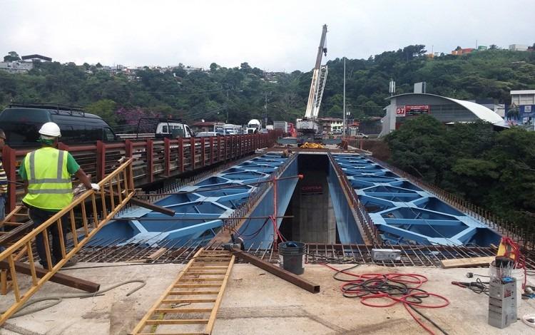 Estructura de metal del puente Yolanda Oreamuno.