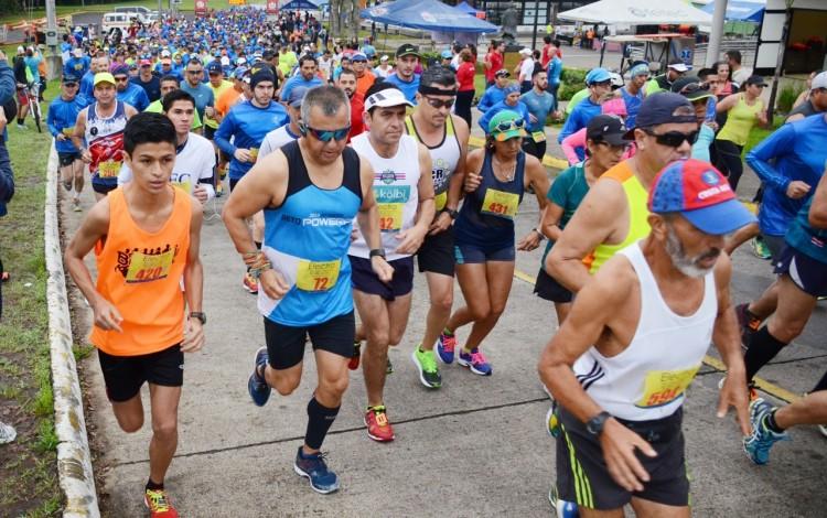 competidores_corriendo_clasica_tec_