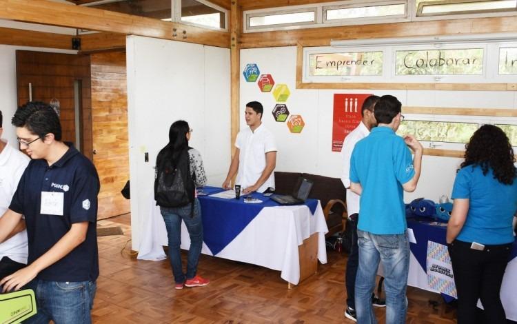 estudiantes_presentando_proyectos_