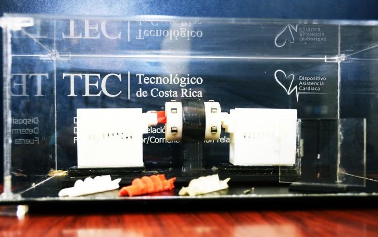 Dispositivo experimental de impulsor de sangre. (Foto: Ruth Garita/OCM)