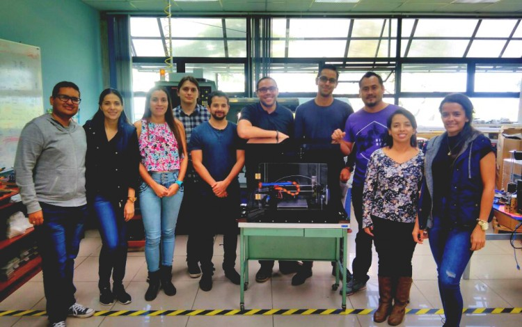 estudiantes_creadores_de_impresora_3d_