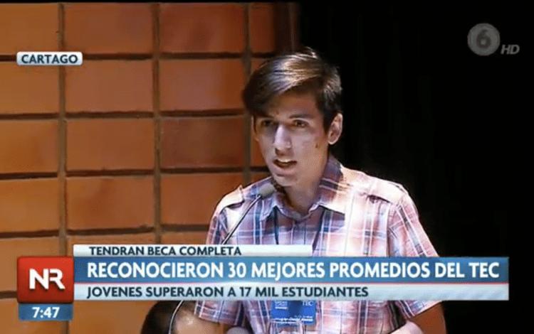 Daniel Acuña en la televisión.