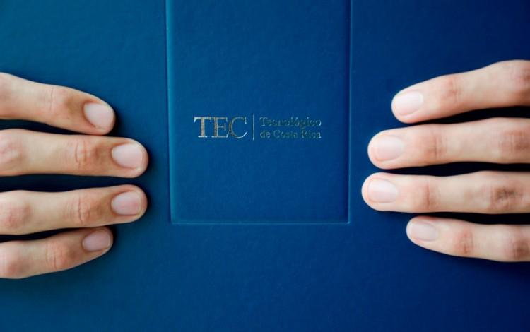 manos con título del TEC