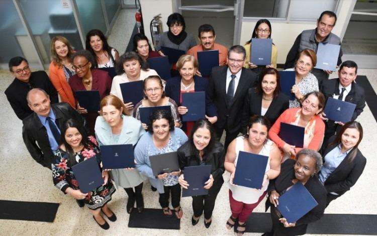 El grupo de 19 adultos mayores que recibió su título corresponde a la segunda generación del programa de emprendedores del TEC dirigido a dicha población. (Foto: Ruth Garita/OCM)