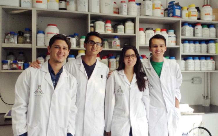 Equipo de MaGenta BioLabs:de derecha a izquierda, Marcelo Castro, Sofía Miranda, Rafael Lobo, José Pablo Méndez. (Foto: cortesía Marcelo Castro)