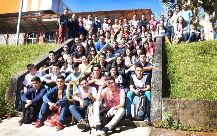 Jóvenes estudiantes partícipes de la Generación No. 12 del Programa de Admisión Restringida (PAR)