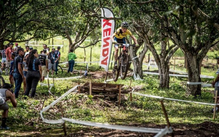 ciclista_javier_valverde_compitiendo_en_su_bicicleta_