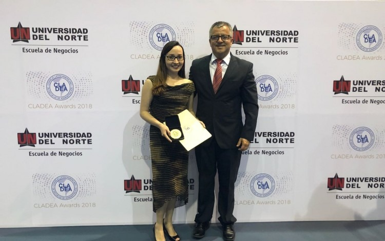 margie_faith_y_jose_martinez_durante_premiacion_cladea_awards_