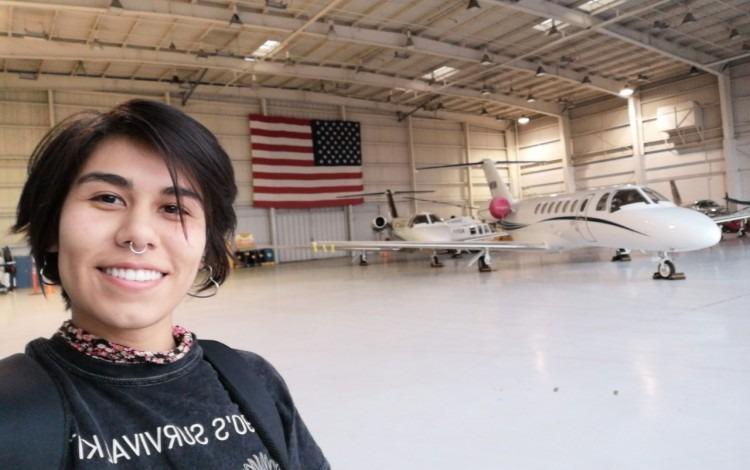 Paula Hernández en el Angar de Ampaire en EEUU.