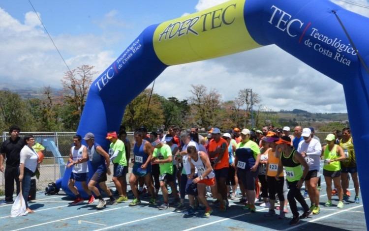 Momento justo del banderazo inicial en el que más de 70 atletas iniciaron su recorrido. (Foto: OCM)