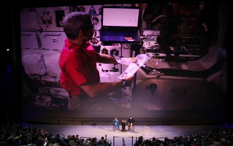 Transmisión desde la Estación Espacial para un gran auditorio.