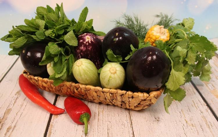 Imagen de unos vegetales en una canasta