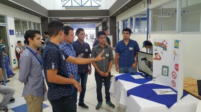 estudiantes_presentado_proyecto_be_safe_en_centro_academico_limon_