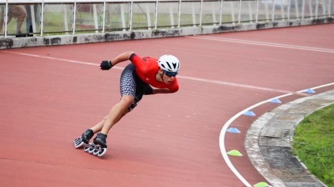 donovan en pista de patinaje