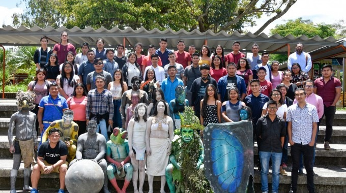 grupo_de_estudiantes_indigenas_