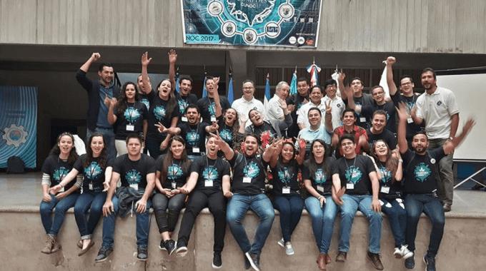 estudiantes_en_grupo_en_guatemala_