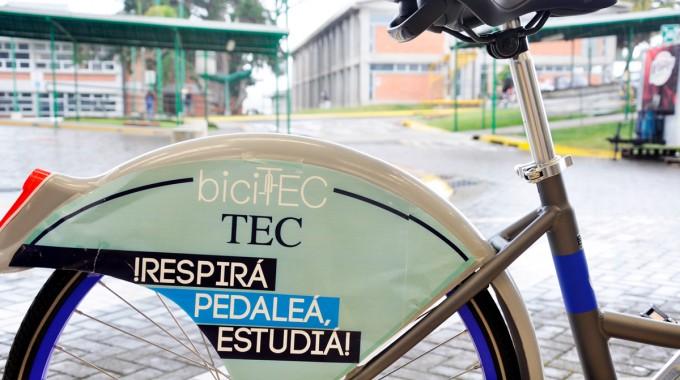 parte trasera de bicicletatec con mensaje en su tapa.