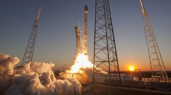 Despegue del cohete Falcon 9.