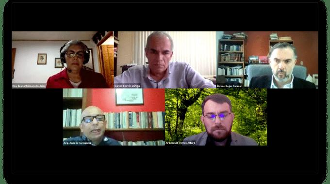 Captura de pantalla con la imagen de los 4 ponentes y el moderador.