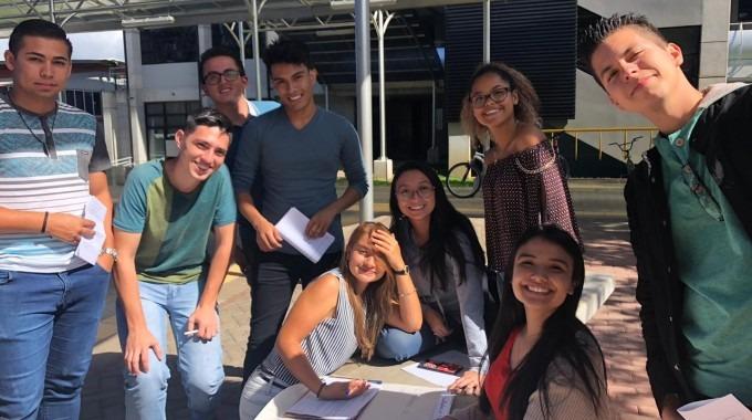 estudiantes del programa de admisión restringida