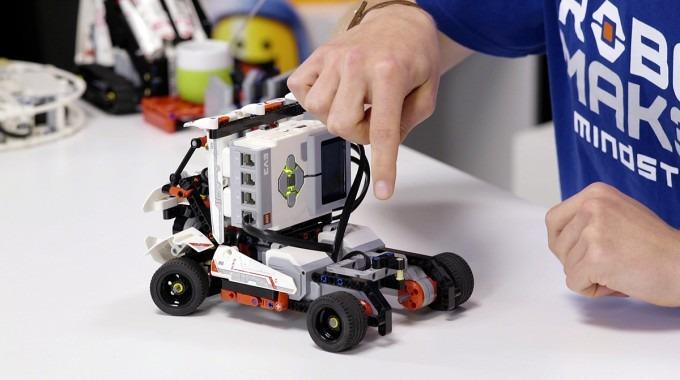 Un robot de lego.