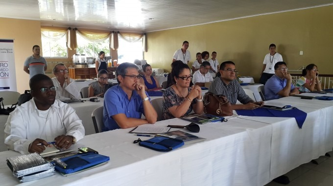 Participantes desayuno empresas Limón