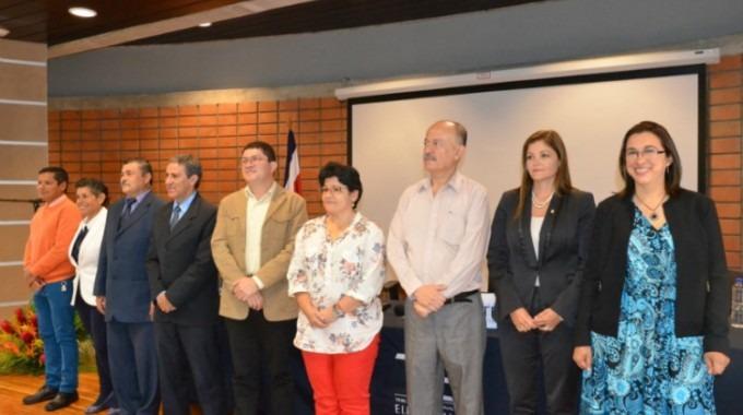 Un total de 10 candidatos , siete por el sectordocentey y tres por el administrativo aspiran a llegar a ser electos como integrantesen el Consejo Institucional. El aspirante Edgar Ortiz está ausente en la fotopor razones de fuerza mayor.(Foto: OCM)
