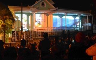 La proyección del video mapping en la fachada de Casa Verde fue uno de los espectáculos que generó más expectativa entre los asistentes. (Foto Fernando Montero)