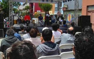 El recital de poesía convocó a gran cantidad de amantes de esta manifestación artística. (Foto Fernando Montero)