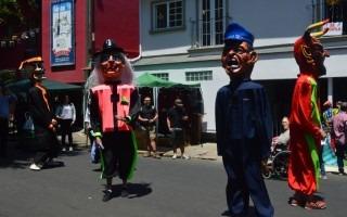 La mascarada Los Chapetones de Barva de Heredia alegró las calles y avenidas de Barrio Amón. Foto: Fernando Montero / OCM.