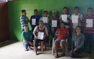 Graduación de los participantes indígenas de la comunidad Kéköldi.
