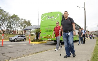El funcionario Christian Sanabria se unió al movimiento caminando desde su casa.