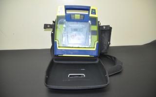 """Dispositivo """"Desfibrilador externo automático (DEA)"""" es el  encargado de analizar y buscar los ritmos cardíacos. (Foto OCM)"""