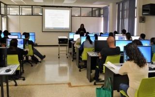 En los laboratorios de computación de la Biblioteca también se colocaron nuevas sillas. (Foto cortesía Biblioteca José Figueres Ferrer)
