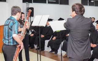 El acto de graduación contó con un intermedio musical realizado por el trío Demonsi. Foto: Andrés Zúñiga / OCM.