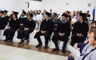 El salón del evento contó con una buena presencia de familiares y acompañantes de los graduados. Foto: Andrés Zúñiga / OCM.
