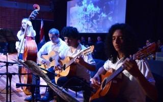 La Orquesta de Guitarras del TEC amenizó la graduación.