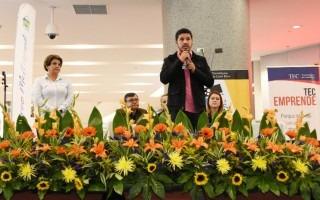 El presidente de la Feitec, Henry Alfaro, felicitó a los estudiantes por participar. (Foto: Ruth Garita/OCM)