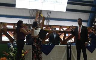 Momento exacto de la juramentación de Óscar López.