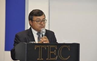 El doctor Alejandro Masís abrió con los discursos de bienvenida. (Foto: OCM)