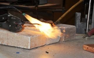 En este experimento el cable es sometido a una fuente externa de fuego.